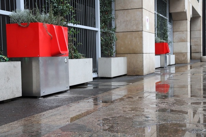 urinal innovation - uritrottoir - practical use in Paris