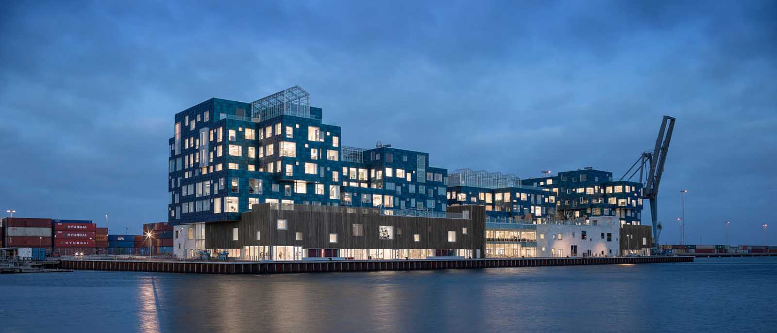 Copenhagen-International-School-Nordhavn-C-F-Moeller-szene-by-night
